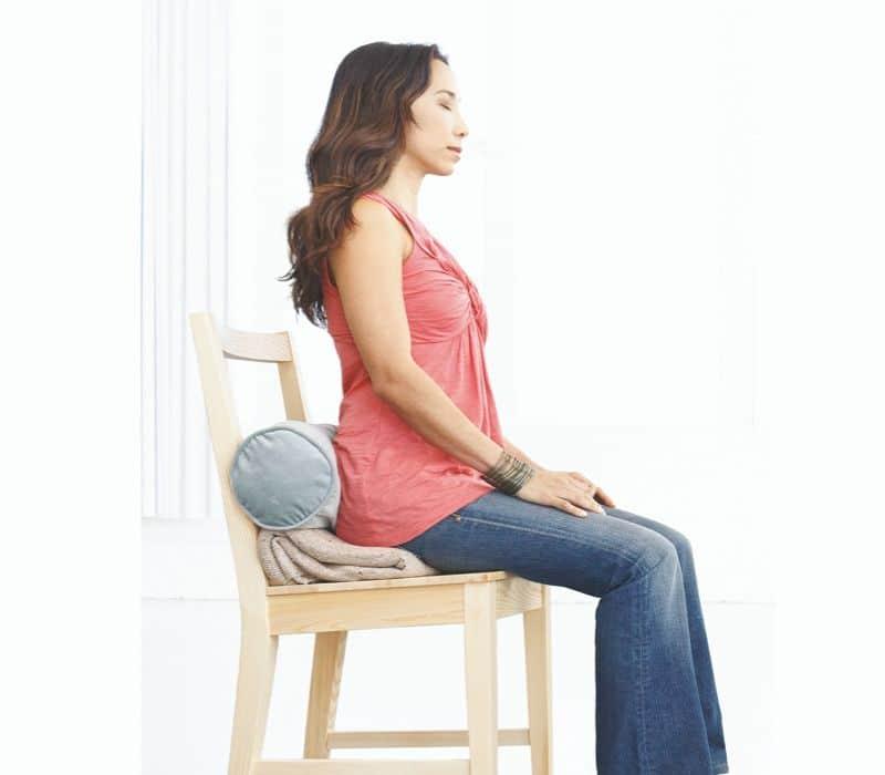 Méditer assis sur une chaise