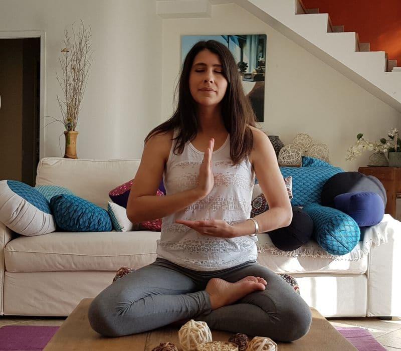 position de méditation du demi-lotus
